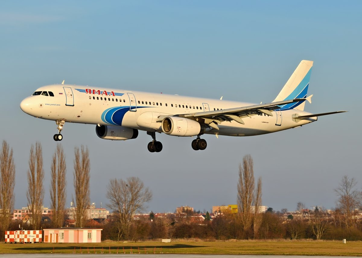 A321-231    Yamal Airlines  VQ-BSQ