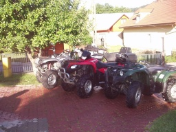 z ľava Grizzly 660 Special Edition , Suzuki King Quad 700, Grizzly 450